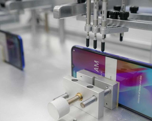 """""""Đột nhập"""" nhà máy, xem quy trình để thấy vì sao tỷ phú Phạm Nhật Vượng có thể sản xuất được 23 triệu smartphone/năm - Ảnh 13."""