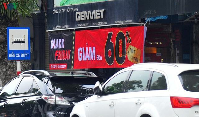 Giáp ngày Black Friday, các cửa hàng vẫn đìu hiu, ế ẩm - Ảnh 1.