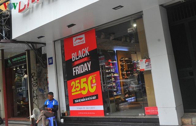 Giáp ngày Black Friday, các cửa hàng vẫn đìu hiu, ế ẩm - Ảnh 13.