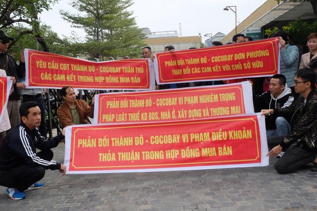 Bị lật kèo, khách hàng Cocobay Đà Nẵng ùn ùn kéo đến trụ sở Thành Đô đòi quyền lợi - Ảnh 5.