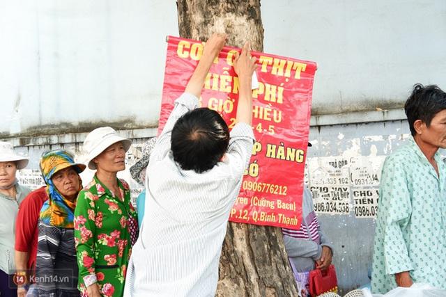 Phía sau cảnh xếp dép giữ chỗ trước BV Ung Bướu Sài Gòn: Gã giang hồ hoàn lương, 6 năm phát cơm miễn phí cho người nghèo - Ảnh 3.