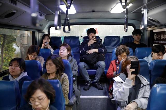 Chùm ảnh: Thảm cảnh của những thanh niên mang kiếp thìa bẩn ở Hàn Quốc - Ảnh 5.