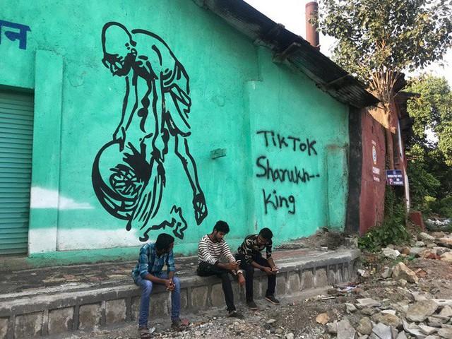 Tiktok và cơn khát sự nổi tiếng của những đứa trẻ khu ổ chuột Ấn Độ - Ảnh 3.