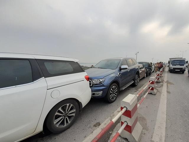 Hà Nội: 7 ô tô đâm liên hoàn trên cầu Thanh Trì - Ảnh 1.