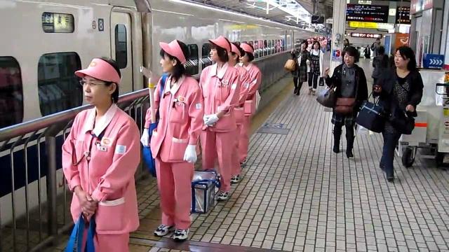 Áp lực vì chỉ có 7 phút để lau khoang tàu 100 ghế, người dọn tàu ở Nhật Bản vẫn tìm thấy niềm vui trong công việc và đây là bí quyết của họ! - Ảnh 3.