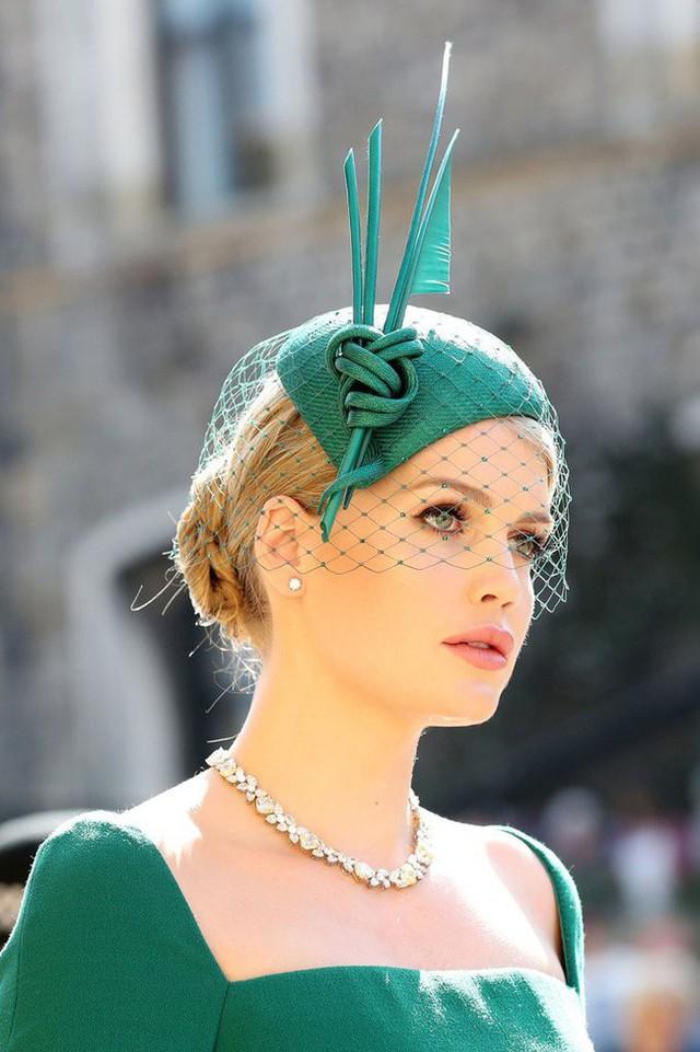 Công chúa Charlotte được dự đoán sẽ là mỹ nhân vạn người mê trong tương lai khi cộng đồng mạng phát hiện cô bé giống hệt nhân vật này - Ảnh 4.