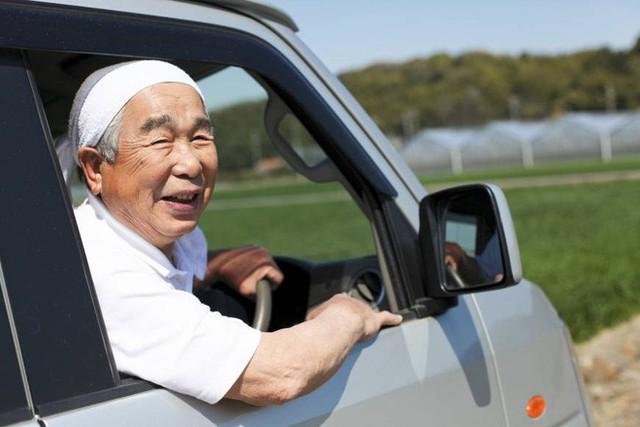 Câu chuyện về những tài xế lão niên của Nhật Bản: 70 tuổi vẫn trên từng cây số, cấm cũng dở mà để yên cũng không xong - Ảnh 5.
