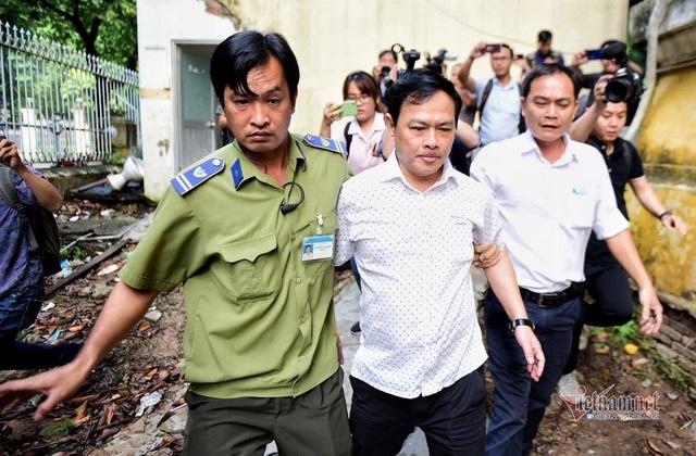 Cựu Viện phó Nguyễn Hữu Linh tiếp tục ra tòa sau khi kêu oan - Ảnh 1.