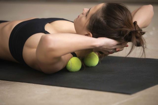 8 phương pháp massage đặc biệt giúp bạn giảm đau vùng lưng và cổ hiệu quả, không cần dùng thuốc - Ảnh 1.