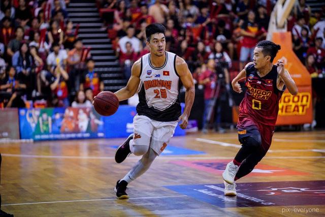Nam thần cơ bắp của đội tuyển bóng rổ Việt Nam dự SEA Games 30: Đang học thạc sĩ tại Mỹ, trở về Việt Nam vì muốn cống hiến cho tổ quốc - Ảnh 2.