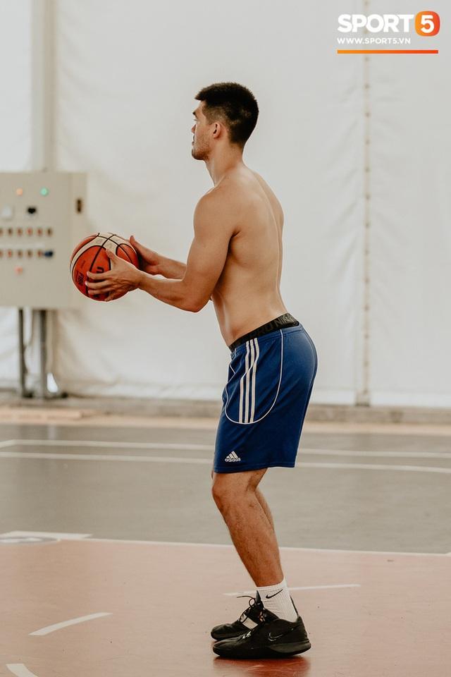Nam thần cơ bắp của đội tuyển bóng rổ Việt Nam dự SEA Games 30: Đang học thạc sĩ tại Mỹ, trở về Việt Nam vì muốn cống hiến cho tổ quốc - Ảnh 11.
