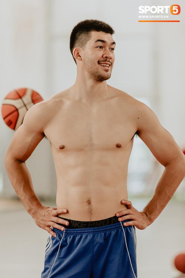 Nam thần cơ bắp của đội tuyển bóng rổ Việt Nam dự SEA Games 30: Đang học thạc sĩ tại Mỹ, trở về Việt Nam vì muốn cống hiến cho tổ quốc - Ảnh 9.
