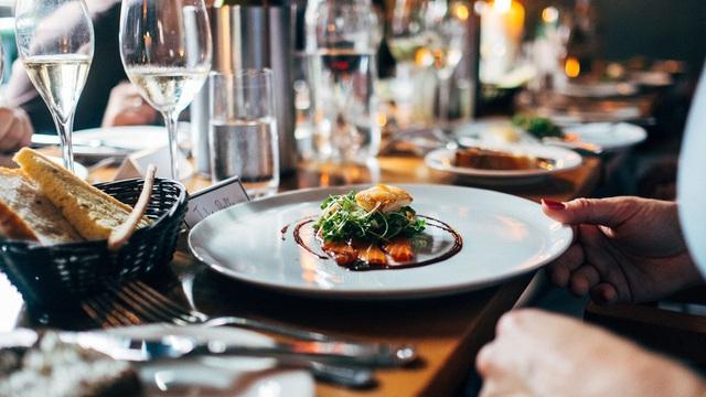 Dùng bữa trưa với đối tác sao cho đúng? Câu trả lời của chuyên gia sẽ giúp các doanh nhân giành chiến thắng ngay từ trên bàn ăn! - Ảnh 4.