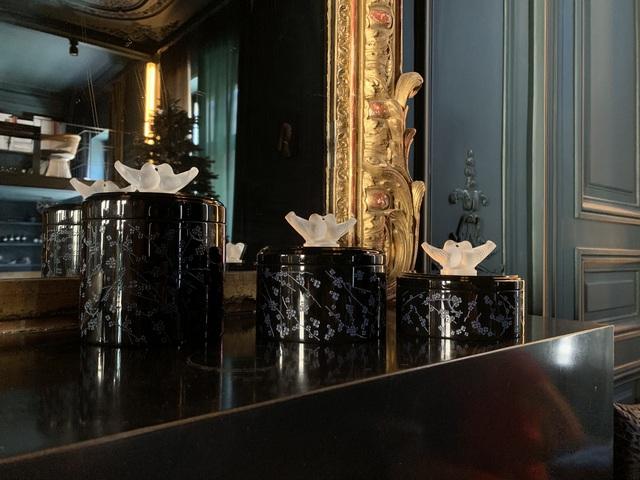 Bộ sưu tập của giới thượng lưu: Pha lê tinh xảo kết hợp với sơn mài nghìn năm tuổi tạo nên chế tác ấn tượng  - Ảnh 1.