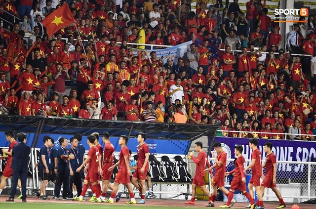 Nữ CĐV Việt Nam xinh đẹp, gương mặt giống người yêu Đoàn Văn Hậu đến sân cổ vũ U22 Việt Nam đấu U22 Indonesia  - Ảnh 12.
