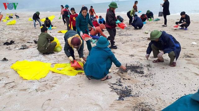Khắc phục môi trường vì dầu tràn sau sự chìm tàu hàng 9.000 tấn - Ảnh 6.