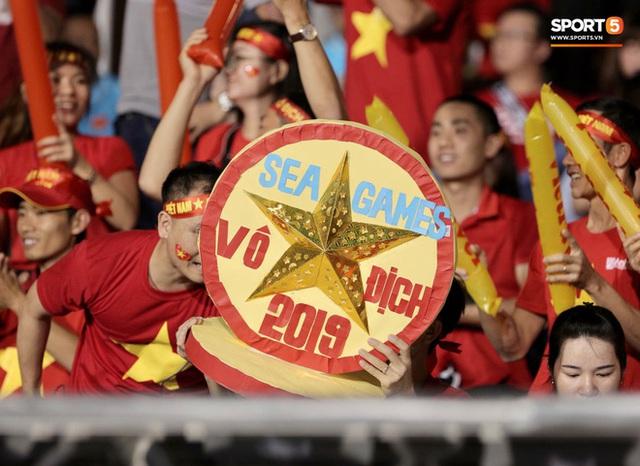 Nữ CĐV Việt Nam xinh đẹp, gương mặt giống người yêu Đoàn Văn Hậu đến sân cổ vũ U22 Việt Nam đấu U22 Indonesia  - Ảnh 10.