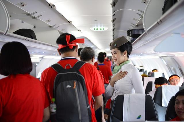 Cổ động viên Việt Nam vượt hàng ngàn km đến Manila - Philippines cổ vũ U22 Việt Nam - Ảnh 3.