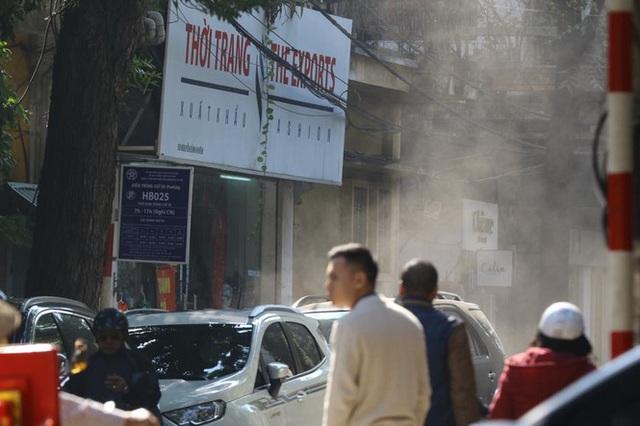 Ô nhiễm không khí lại vọt ngưỡng nguy hại vào sáng nay - Ảnh 1.