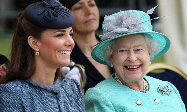 Công nương Kate lại nhận ân sủng chưa từng có từ Nữ hoàng Anh - Ảnh 4.