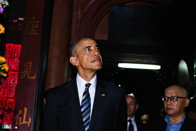 Ở Hà Nội có bún chả Obama thì đêm qua Sài Gòn cũng đã có quán cơm Obama, do hai vợ chồng cựu Tổng thống đích thân chỉ điểm đến ăn - Ảnh 1.