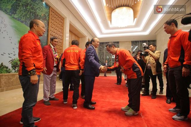 Thủ tướng Nguyễn Xuân Phúc gặp mặt và dùng bữa tối thân mật với các nhà vô địch SEA Games 30 - Ảnh 4.