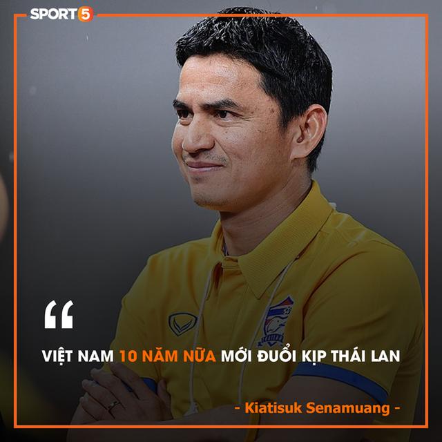 Huyền thoại Kiatisuk: Bóng đá Việt Nam phát triển nhanh hơn tôi nghĩ nhưng chưa thể vượt qua Thái Lan  - Ảnh 1.