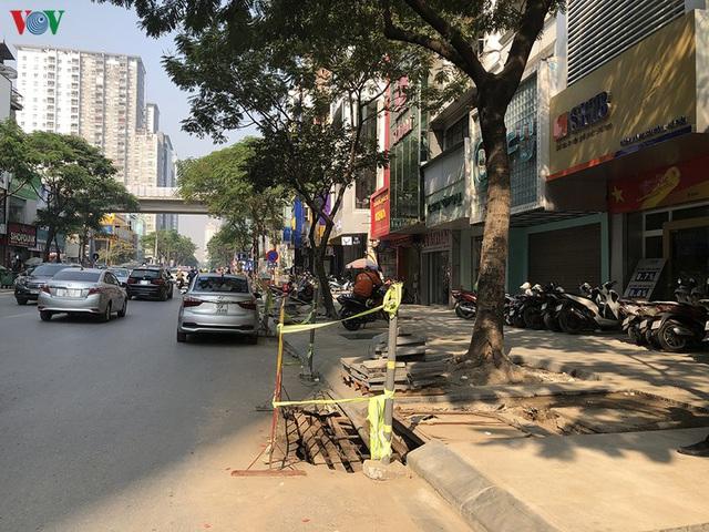 Cuối năm, Hà Nội lại đào đường lát đá vỉa hè, phố phường bụi mù mịt  - Ảnh 11.