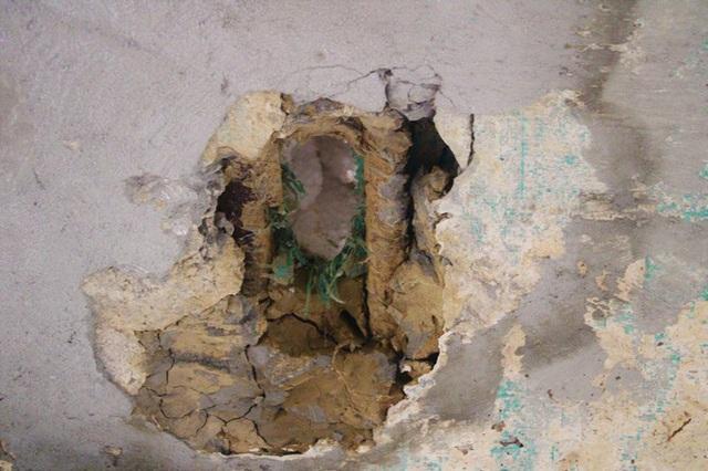 Cận cảnh cầu tiền tỷ bong tróc để lộ xốp, thép hoen gỉ ra ngoài - Ảnh 12.