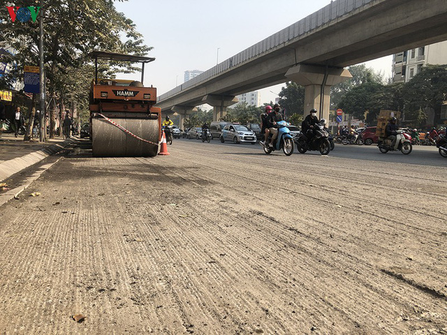 Cuối năm, Hà Nội lại đào đường lát đá vỉa hè, phố phường bụi mù mịt  - Ảnh 14.