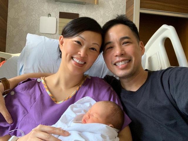 """Shark Linh chiêm nghiệm thiên chức làm mẹ, dân tình nhận ra nữ """"cá mập"""" thoải mái làm điều này với con gái thứ hai khác hẳn bé đầu tiên - Ảnh 3."""