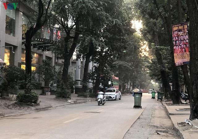 Cuối năm, Hà Nội lại đào đường lát đá vỉa hè, phố phường bụi mù mịt  - Ảnh 9.