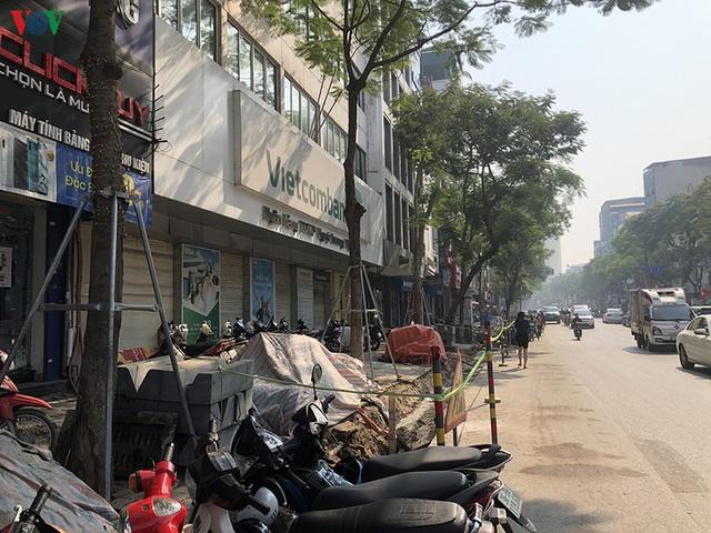 Cuối năm, Hà Nội lại đào đường lát đá vỉa hè, phố phường bụi mù mịt  - Ảnh 10.