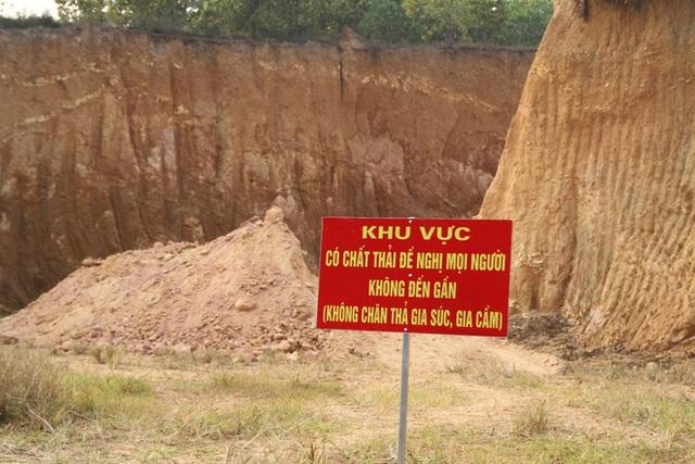 Vụ chôn trộm chất thải ở Sóc Sơn: Dân trình báo nhiều tháng nhưng chính quyền vào cuộc quá muộn - Ảnh 1.
