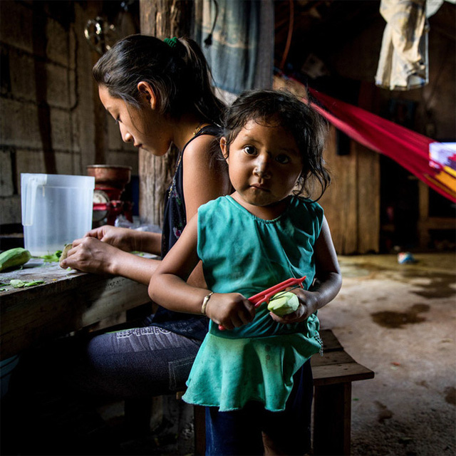 Cha mẹ Việt người gào thét, người nuông chiều con làm việc nhà, hãy xem các nước trên thế giới cha mẹ giao việc cho con thế nào - Ảnh 4.