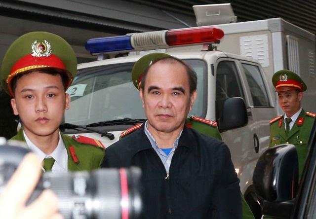 Hình ảnh các bị cáo vụ MobiFone mua lại AVG ra hầu tòa - Ảnh 4.