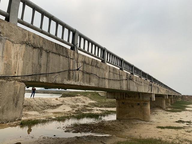 Cận cảnh cây cầu hơn 7 tỷ đồng được làm bằng bê tông cốt xốp ở Hà Tĩnh - Ảnh 1.