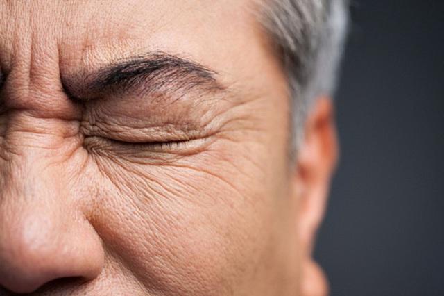 Người đàn ông 50 tuổi bị đột quỵ, mù một bên mắt do thói quen xấu mà nhiều chị em vẫn coi thường - Ảnh 2.