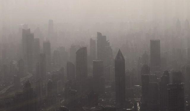 Ô nhiễm không khí trầm trọng, phụ huynh yêu cầu lắp máy lọc không khí trong lớp học để bảo vệ sức khỏe học sinh - Ảnh 2.