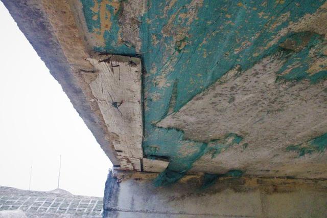 Cận cảnh cây cầu hơn 7 tỷ đồng được làm bằng bê tông cốt xốp ở Hà Tĩnh - Ảnh 4.