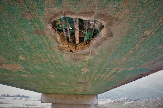 Cầu tiền tỷ lộ lõi xốp, UBND tỉnh Hà Tĩnh yêu cầu kiểm định chất lượng - Ảnh 1.