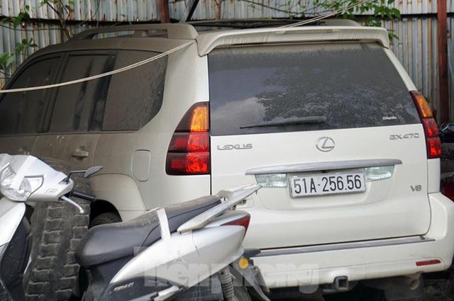 Porsche, Lexus... tiền tỷ phủ bụi, bỏ xó trong bãi giữ xe ở Hà Nội - Ảnh 7.