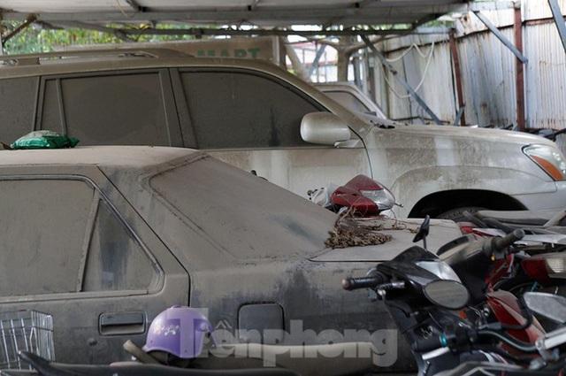 Porsche, Lexus... tiền tỷ phủ bụi, bỏ xó trong bãi giữ xe ở Hà Nội - Ảnh 8.
