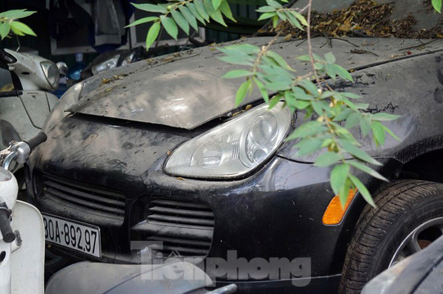 Porsche, Lexus... tiền tỷ phủ bụi, bỏ xó trong bãi giữ xe ở Hà Nội - Ảnh 9.