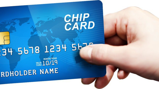 Nguy cơ mất tiền trong ATM gia tăng vì chậm chuyển thẻ từ sang thẻ chip - Ảnh 1.