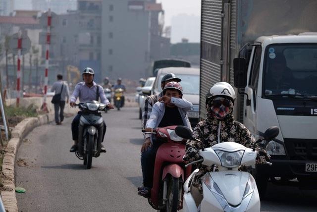 Ô nhiễm không khí trầm trọng, nhiều quận ở Hà Nội đồng loạt đề nghị được rửa đường sau 3 năm - Ảnh 1.
