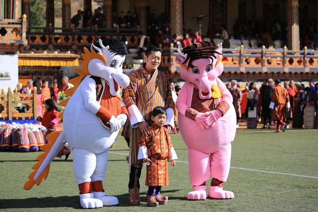 Hoàng hậu vạn người mê Bhutan thông báo tin vui khiến dân chúng vỡ òa hạnh phúc, dù mang thai lần 2 vẫn thần thái hơn người - Ảnh 5.