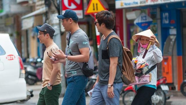 Thờ ơ với du lịch Nhật, khách Hàn đổ về Việt Nam - Ảnh 1.