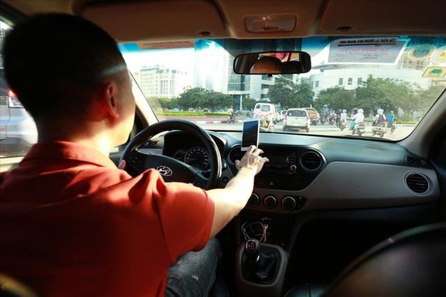 Taxi đi sân bay 99 ngàn, cuộc đua phá giá trên tuyến nóng - Ảnh 2.