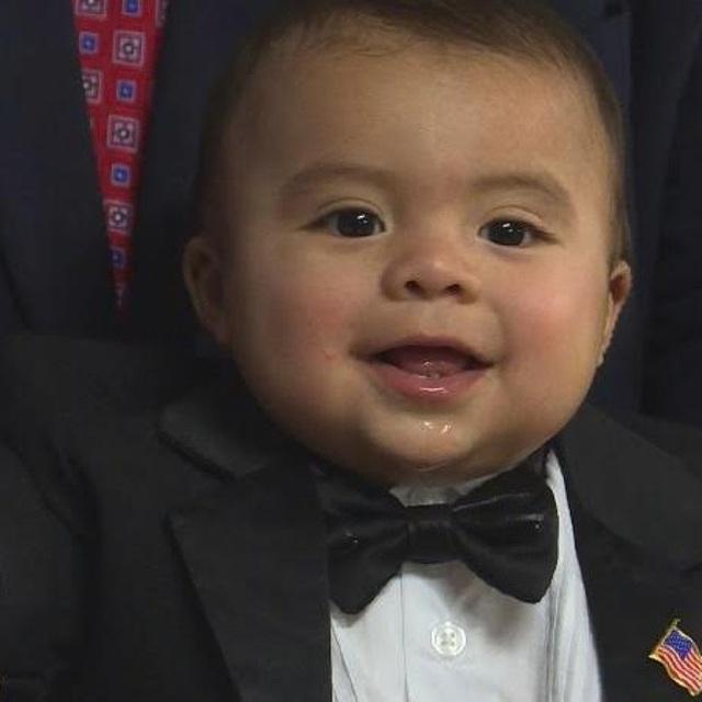 Thị trưởng đáng yêu nhất nước Mỹ: Nhậm chức lúc 7 tháng tuổi, công việc chính chỉ là ăn, chơi, ngủ và... lan tỏa tình yêu - Ảnh 1.